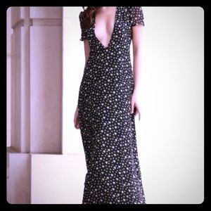 Dresses & Skirts - Low Cut V Neck Star Print Maxi Dress